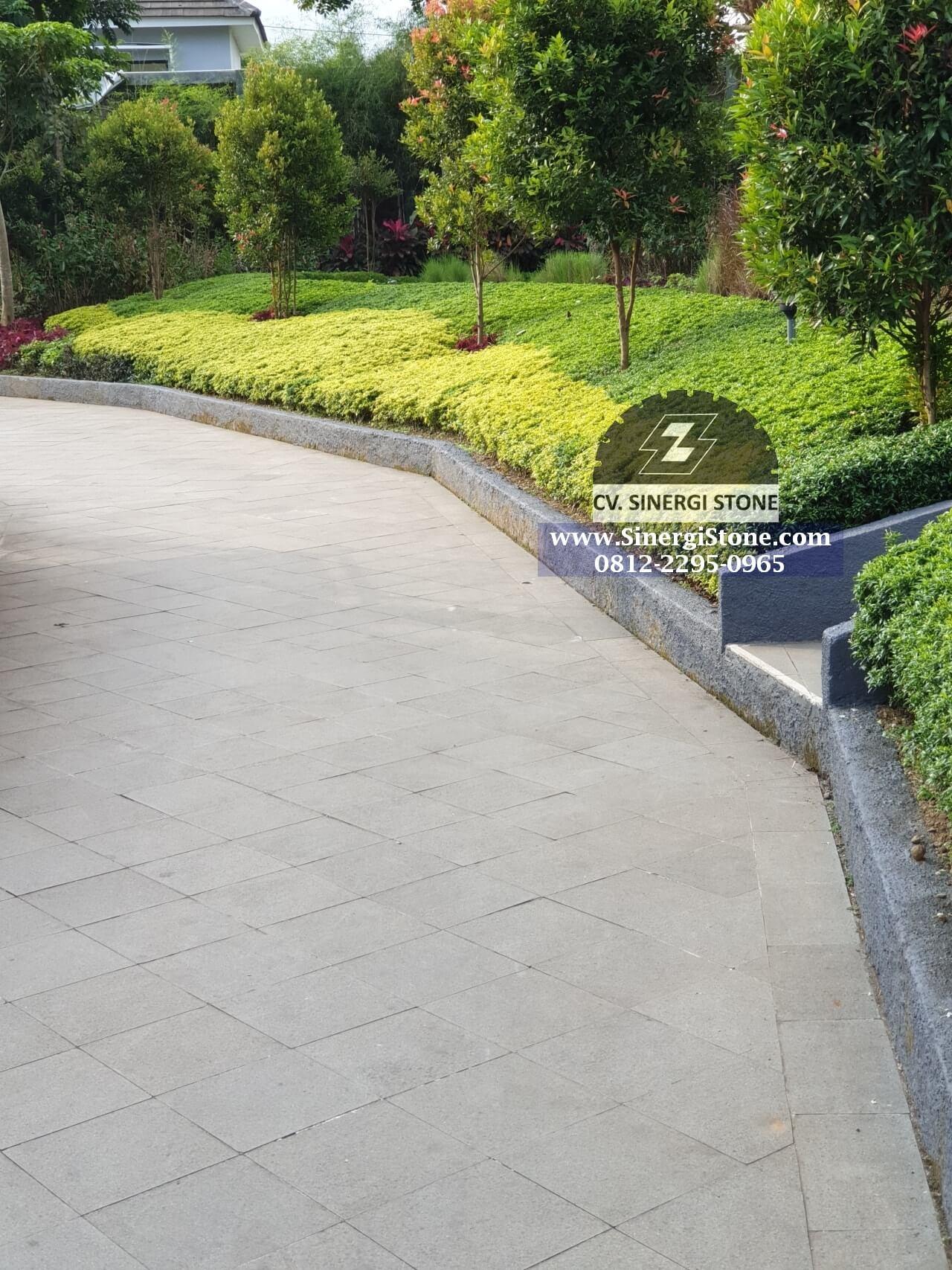 Contoh aplikasi batu andesit bakar untuk pedestrian (lokasi The Village Purwokerto)