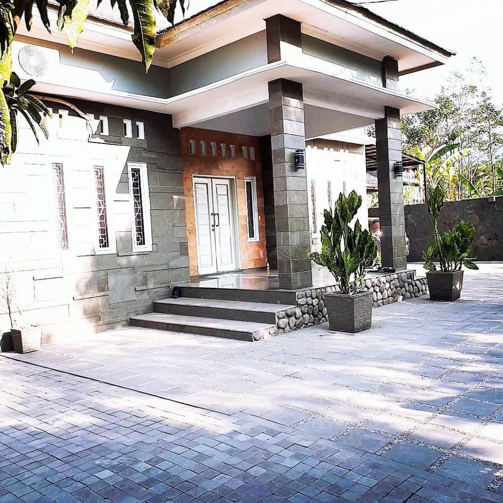 rumah batu andesit (milik owner cv.sinergistone)